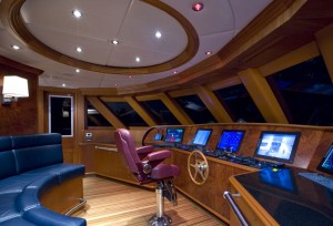 Luxury yacht: mega-yacht (aluminum, tri-deck, custom-made)